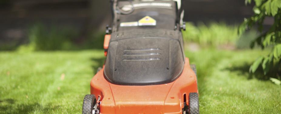 Rasen und Grünflächen sind sehr vielfältig: Grünanlage im Wohngebiet, Parkanlage, Campingplatz, Flugplatz, Sportplatz: Reinhardt – Haus und Garten hält Erfahrung und passendes Gerät bereit.